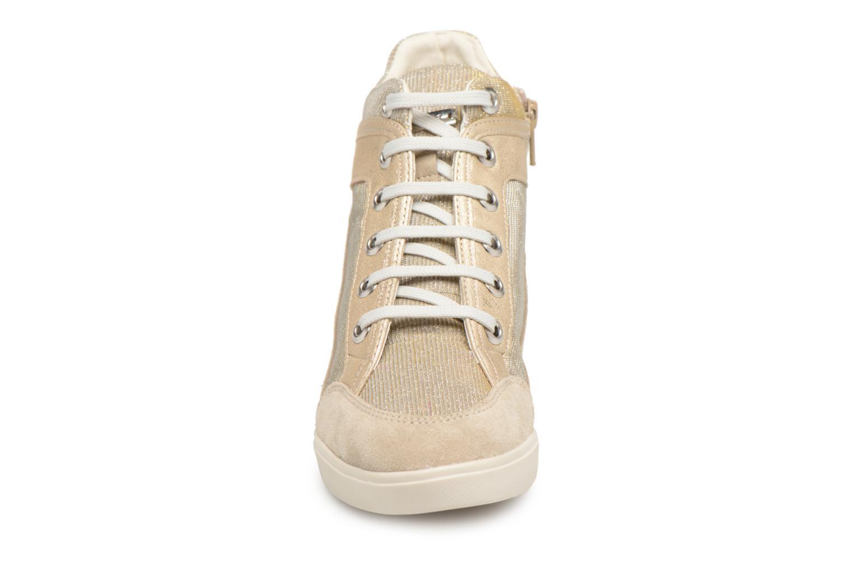 Sneakers Geox D ELENI C D7267C Oro e bronzo modello indossato