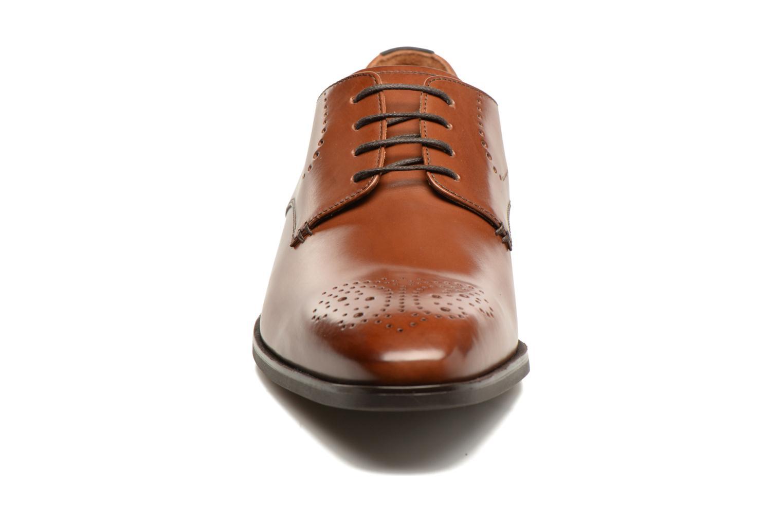 Chaussures à lacets Geox U NEW LIFE A U72P4A Marron vue portées chaussures