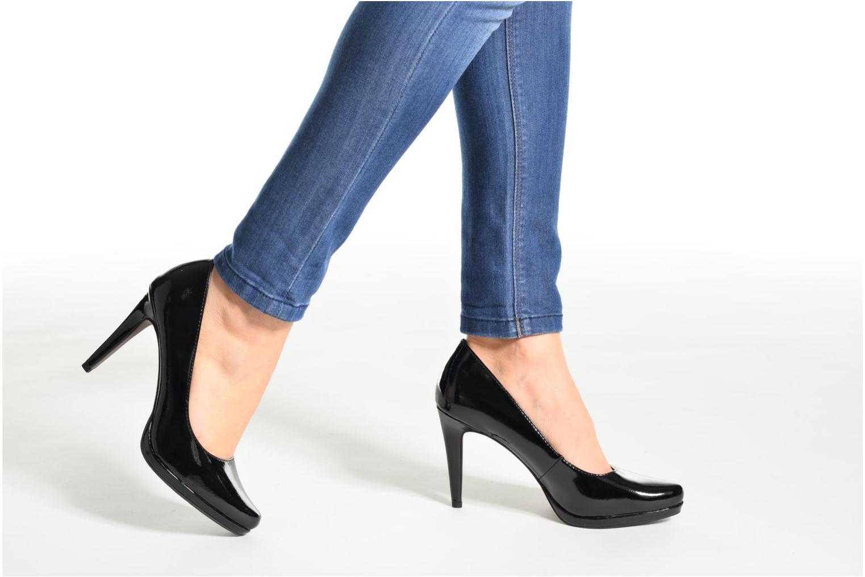 High heels Tamaris Celia Beige view from underneath / model view