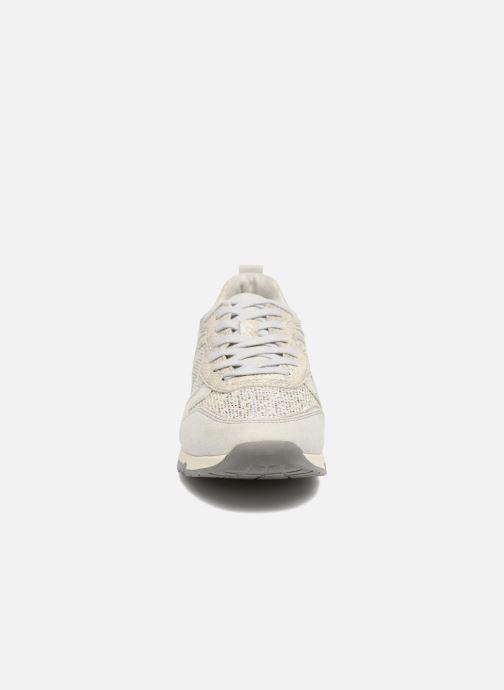 Sneakers Tamaris Mimosa Argento modello indossato