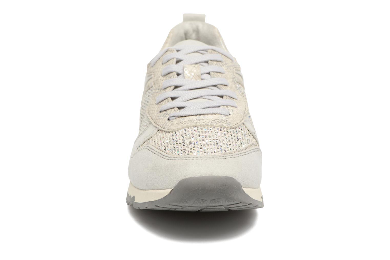 Sneaker Tamaris Mimosa silber schuhe getragen