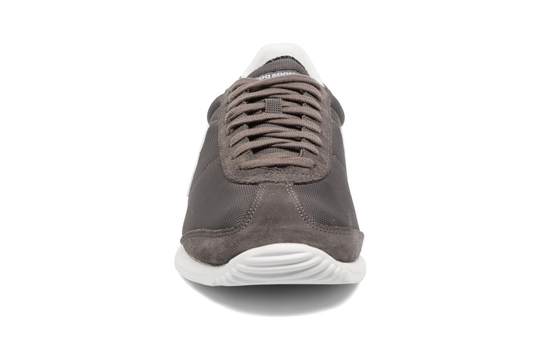 Baskets Le Coq Sportif Quartz Gum Gris vue portées chaussures