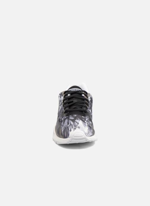 Baskets Le Coq Sportif Lcs R9Xx W Kahori Maki Noir vue portées chaussures