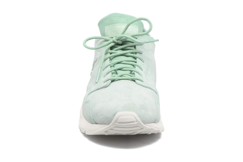 Sneakers Le Coq Sportif Lcs R Flow Nubuck Verde modello indossato