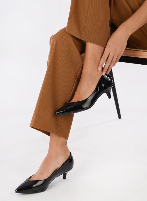 Pumps I Love Shoes THORA schwarz ansicht von unten / tasche getragen
