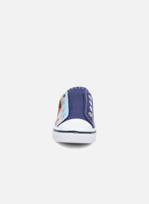 Sneakers Minions Kampala Azzurro modello indossato