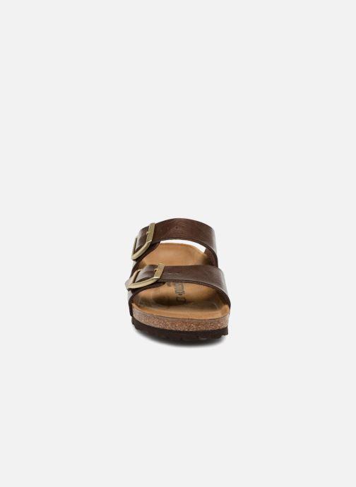 Zuecos Birkenstock Arizona Cuir Soft Footbed Marrón vista del modelo