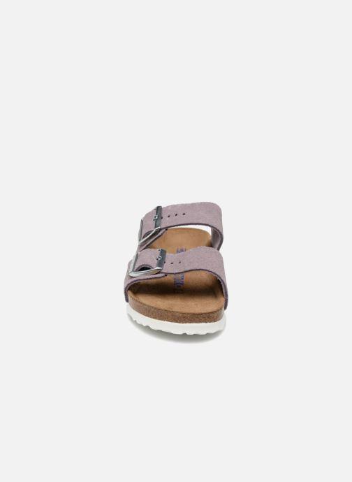Zuecos Birkenstock Arizona Cuir Soft Footbed Violeta      vista del modelo