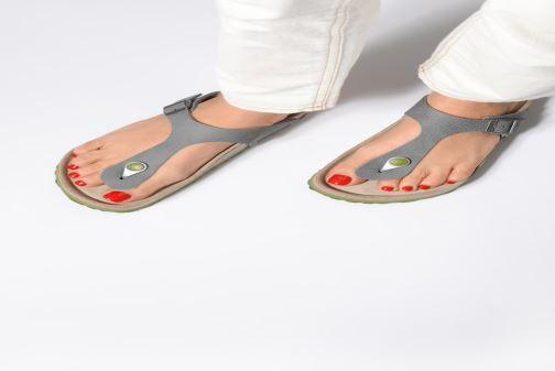 Sandali e scarpe aperte Birkenstock Gizeh W Grigio immagine dal basso