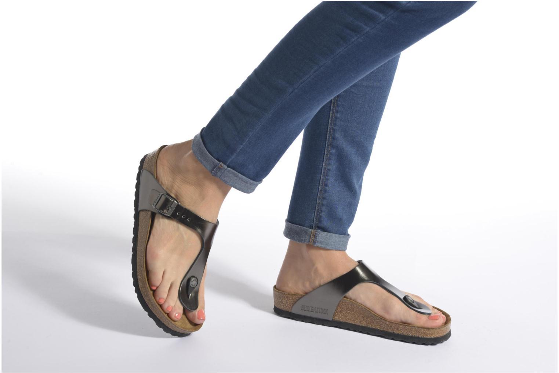 Sandales et nu-pieds Birkenstock Gizeh EVA W Marron vue bas / vue portée sac
