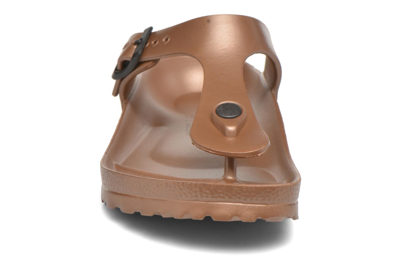 Sandales et nu-pieds Birkenstock Gizeh EVA W Marron vue portées chaussures