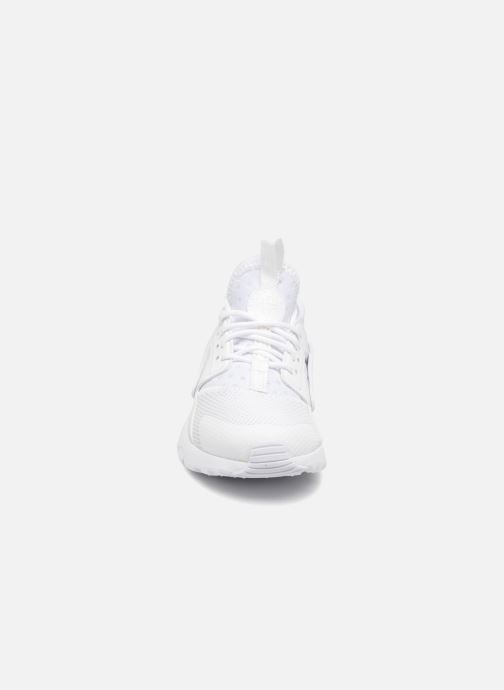 Baskets Nike Nike Huarache Run Ultra (Ps) Blanc vue portées chaussures