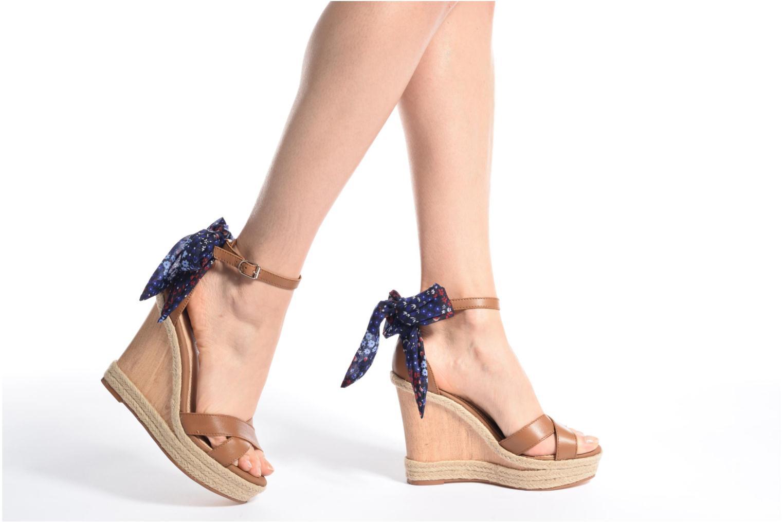 Sandales et nu-pieds Tommy Hilfiger Beatrice 9C Marron vue bas / vue portée sac