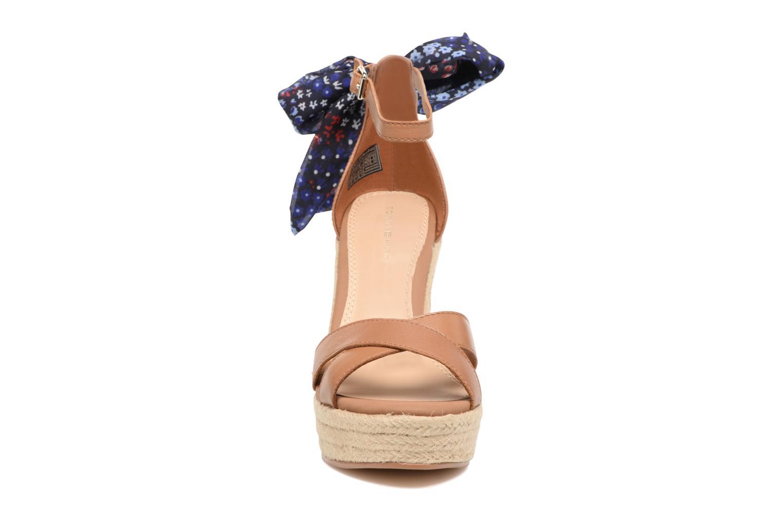 Sandalen Tommy Hilfiger Beatrice 9C braun schuhe getragen