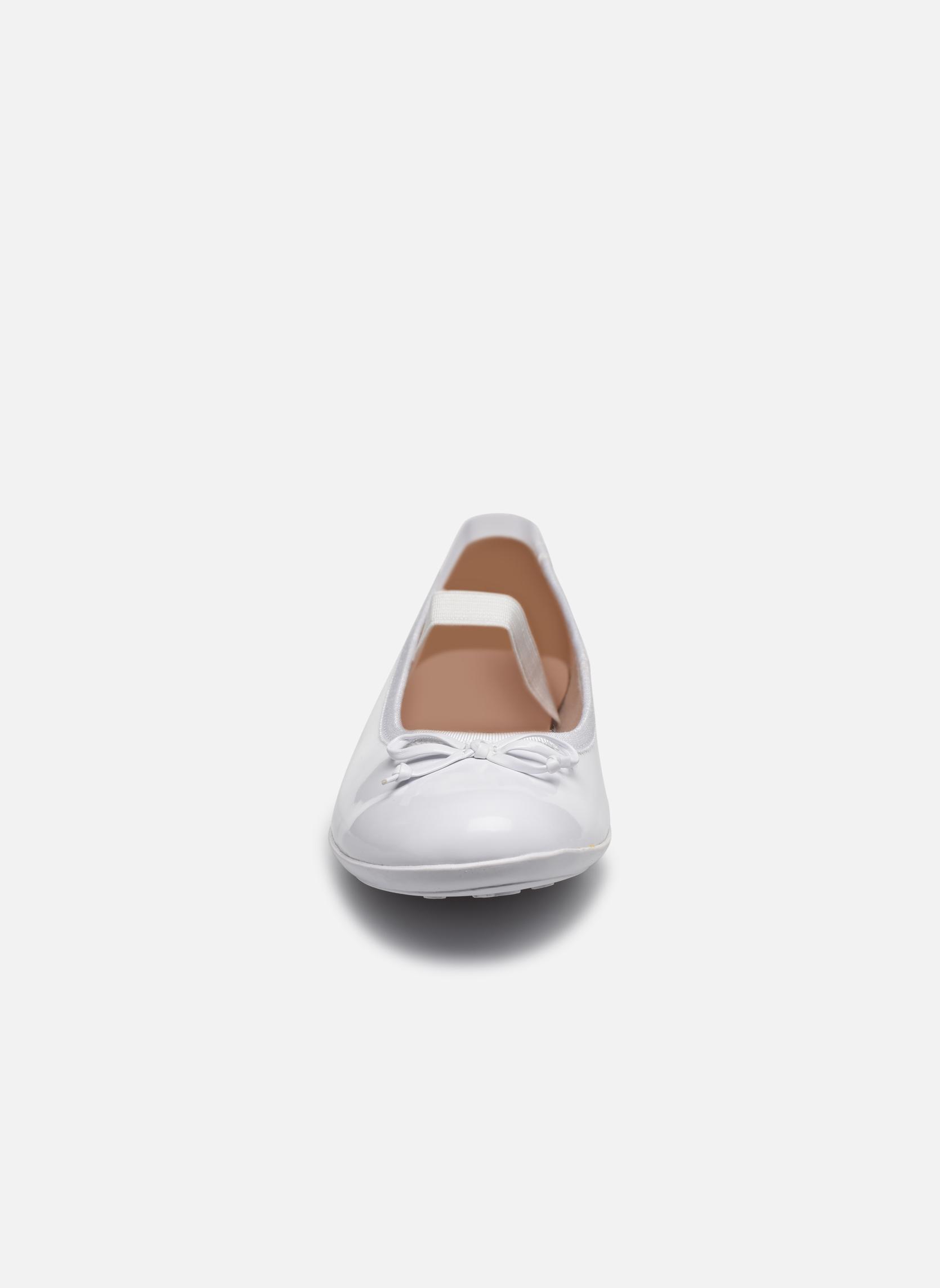 Ballerines Geox J Plie' I - J5455I Blanc vue portées chaussures