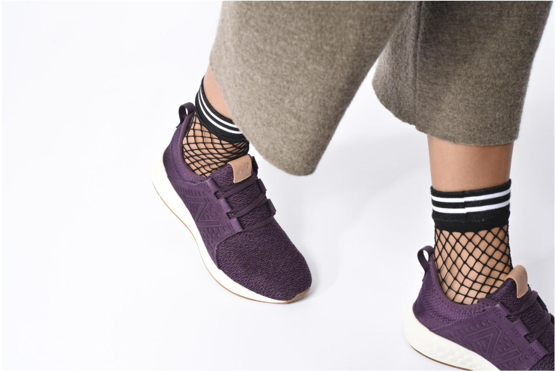 Chaussures de sport New Balance WCRUZ Noir vue bas / vue portée sac