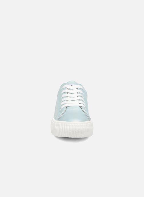 Sneakers Refresh Opié Azzurro modello indossato