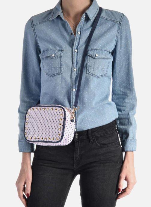 Handtaschen L'Aetelier Caesars SALLY Crossbody blau ansicht von unten / tasche getragen
