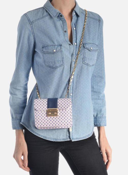 Handtaschen L'Aetelier Caesars ANDY Shoulder bag S blau ansicht von unten / tasche getragen