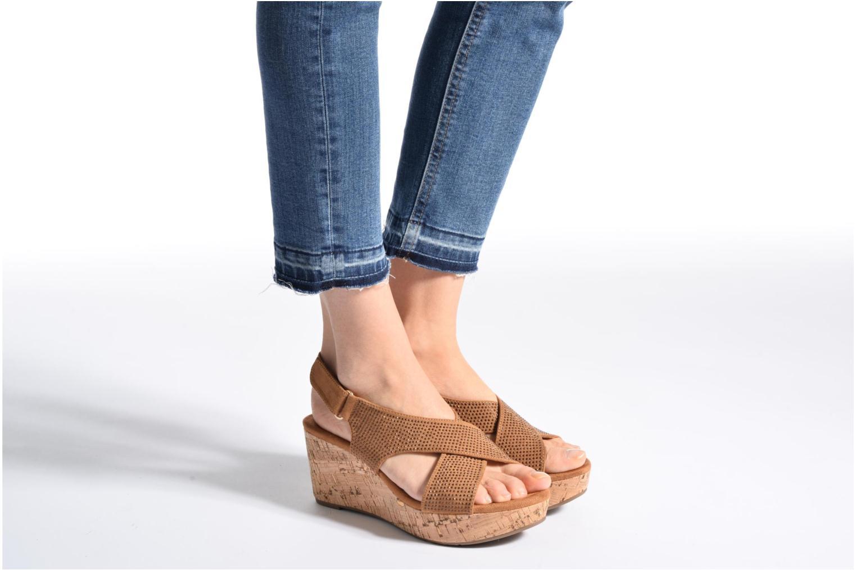 Sandales et nu-pieds Xti Zèm 46554 Marron vue bas / vue portée sac
