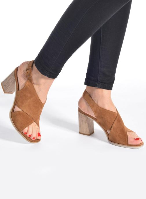 Sandals Perlato Aslan Brown view from underneath / model view