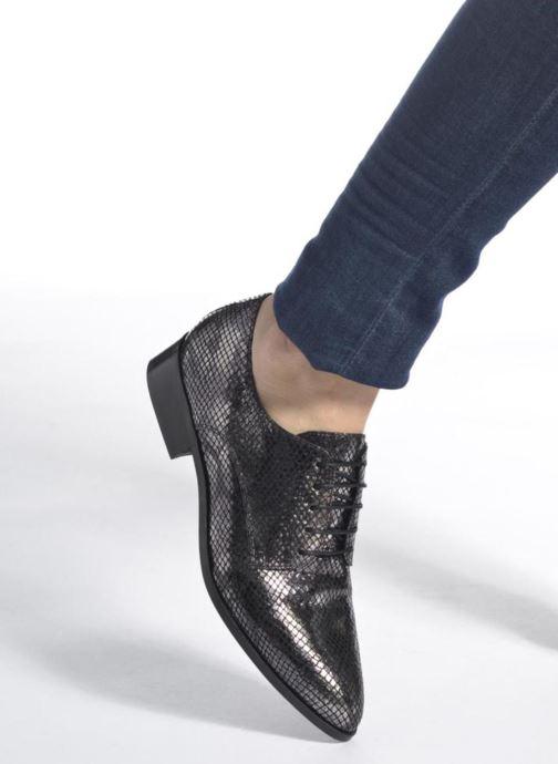 Chaussures à lacets Made by SARENZA Vegas Lipstick #6 Argent vue bas / vue portée sac
