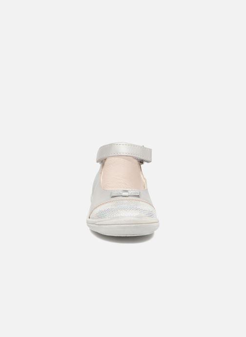 Ballerines Bopy Betise Gris vue portées chaussures