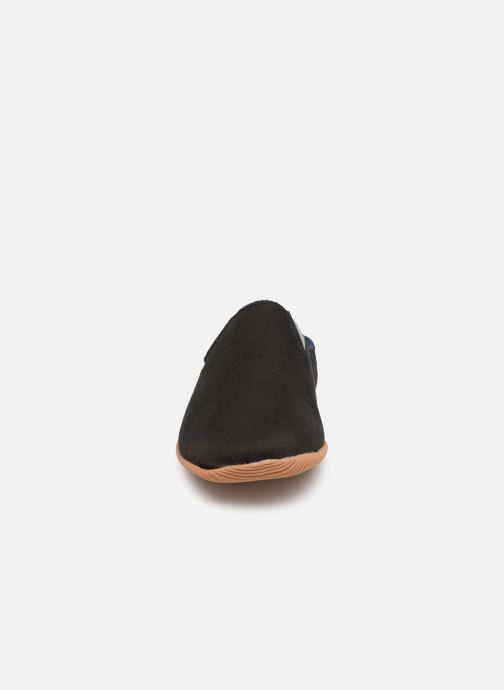 Chaussons Giesswein Perkam Noir vue portées chaussures