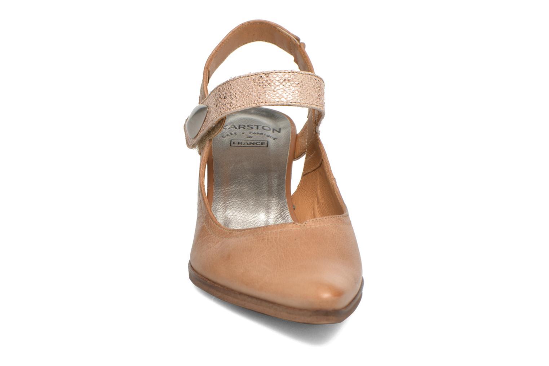 Zapatos de tacón Karston Kzoupi Beige vista del modelo