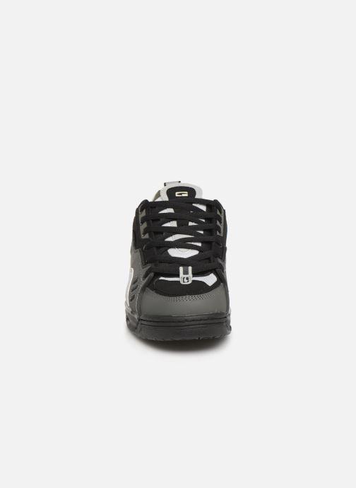 Baskets Globe CT-IV Classic Noir vue portées chaussures