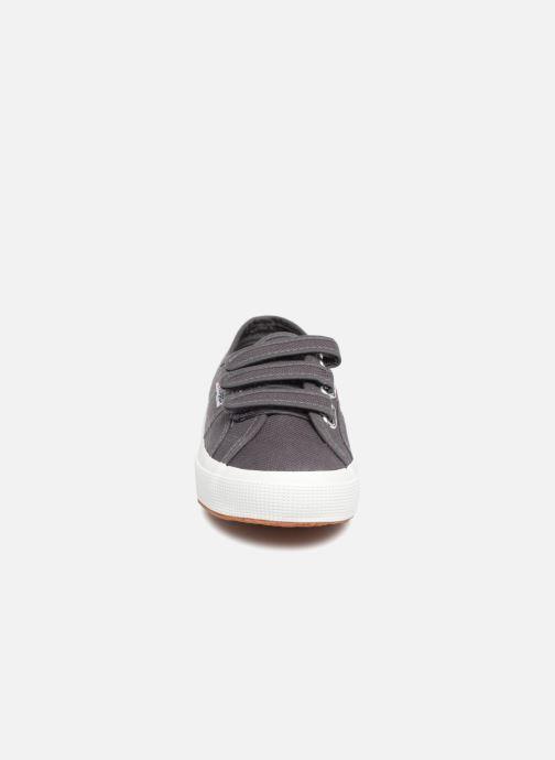 Baskets Superga 2750 Cot 3 Strapu Gris vue portées chaussures