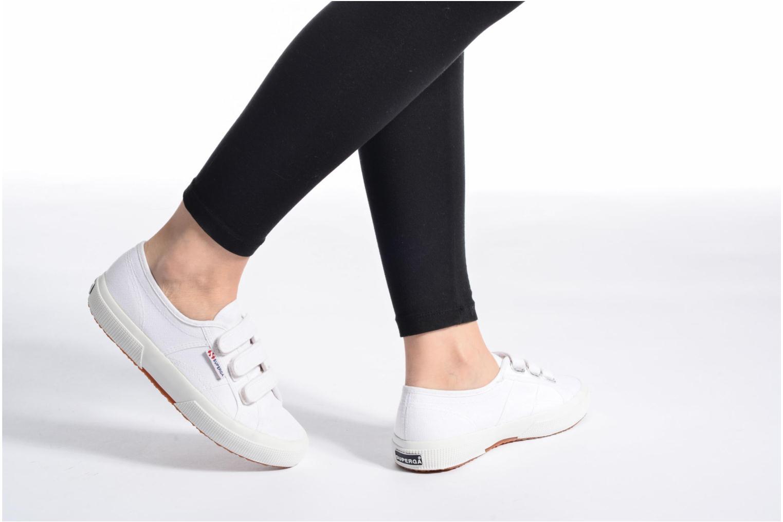 Sneaker Superga 2750 Cot 3 Strapu weiß ansicht von unten / tasche getragen