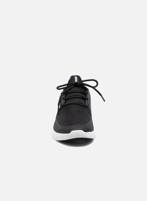 Sneakers Supra Flow Run Nero modello indossato