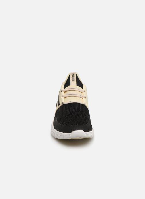 Baskets Supra Flow Run Blanc vue portées chaussures