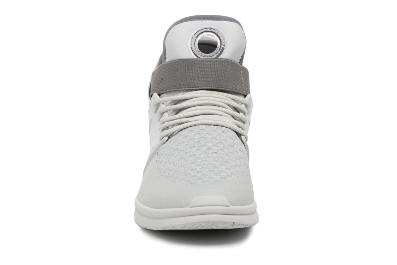 Zapatillas de deporte Supra Skytop V Gris vista del modelo