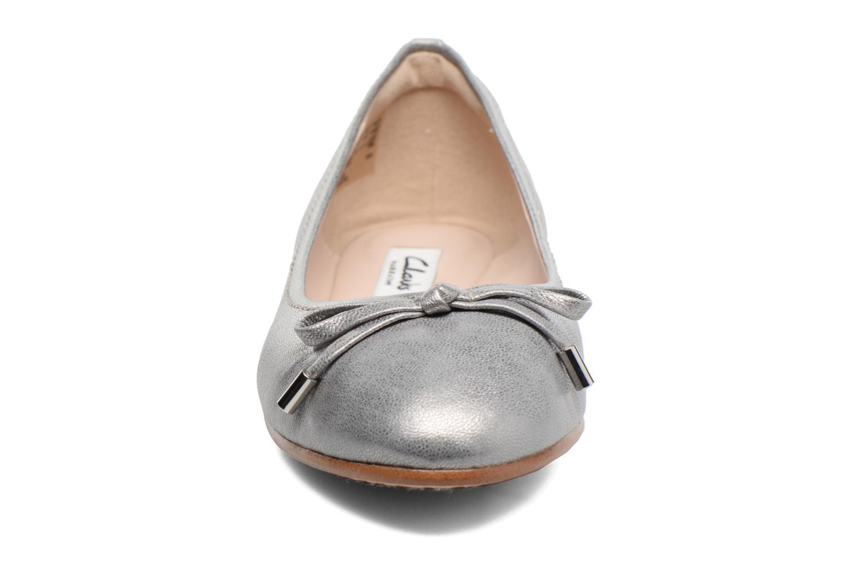 Ballerines Clarks Grace Lily Gris vue portées chaussures