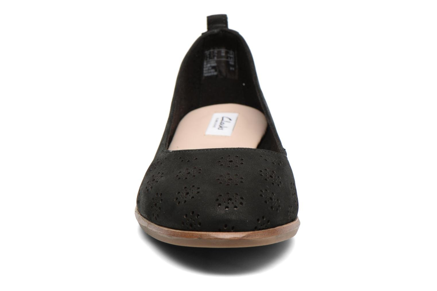 Ballet pumps Clarks Alania Rosa Black model view