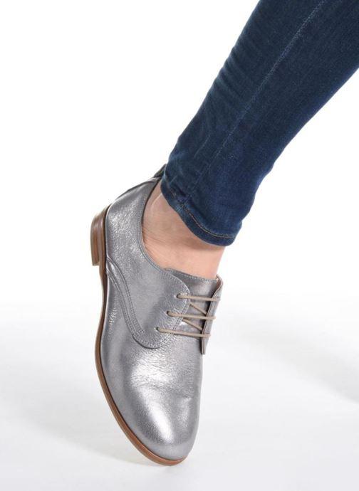 Chaussures à lacets Clarks Alania Posey Beige vue bas / vue portée sac