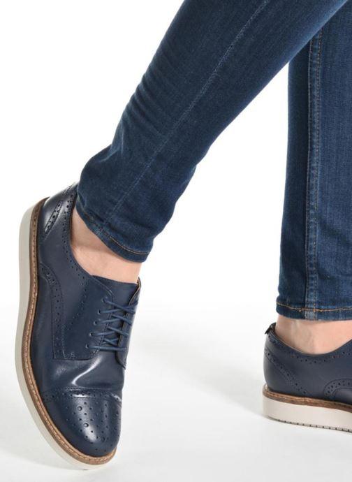 Snörade skor Clarks Glick Shine Brun bild från under