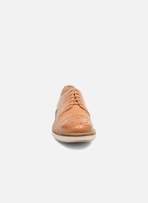 Snörade skor Clarks Glick Shine Brun bild av skorna på