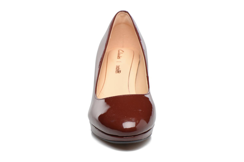 Zapatos de tacón Clarks Kelda Hope Marrón vista del modelo