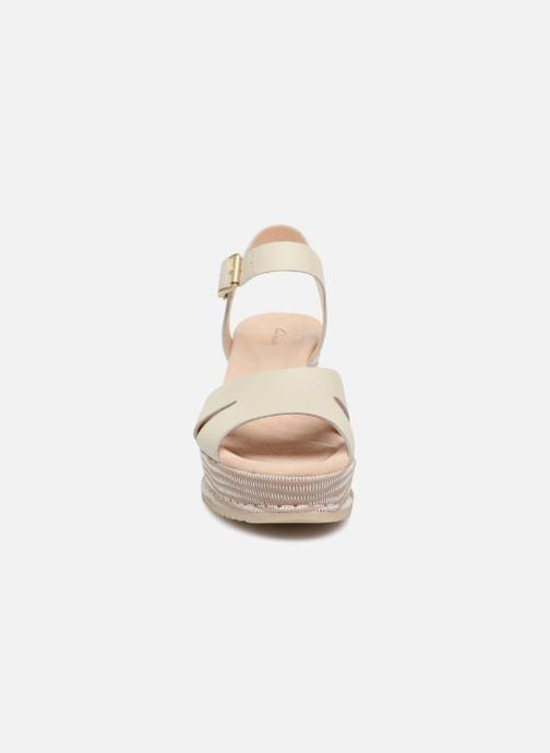 Sandales et nu-pieds Clarks Akilah Eden Blanc vue portées chaussures
