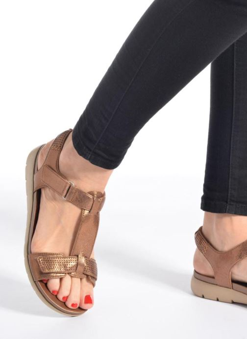 05387af78715 Sandals Clarks Unstructured Un Haywood Black view from underneath   model  view