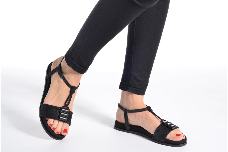 Sandales et nu-pieds Clarks Agean Cool Noir vue bas / vue portée sac