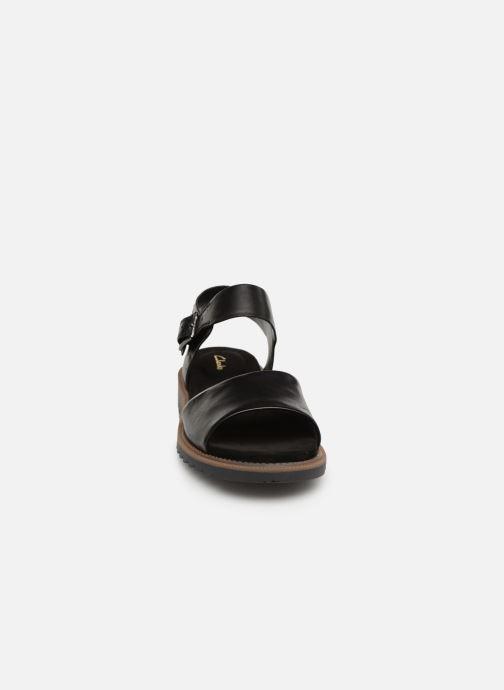 Sandali e scarpe aperte Clarks Ferni Fame Nero modello indossato