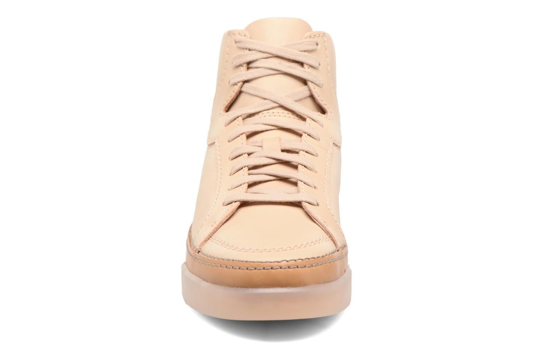 Sneakers Clarks Hidi Haze Rosa modello indossato