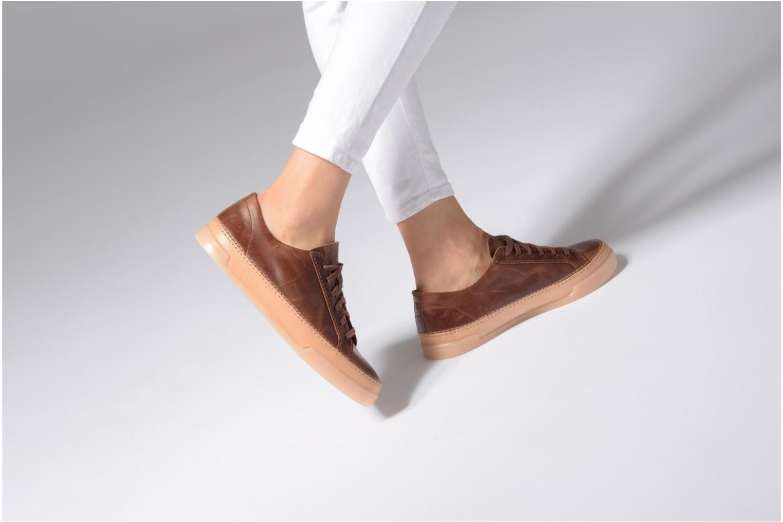 Trainers Clarks Hidi Holly Brown view from underneath / model view