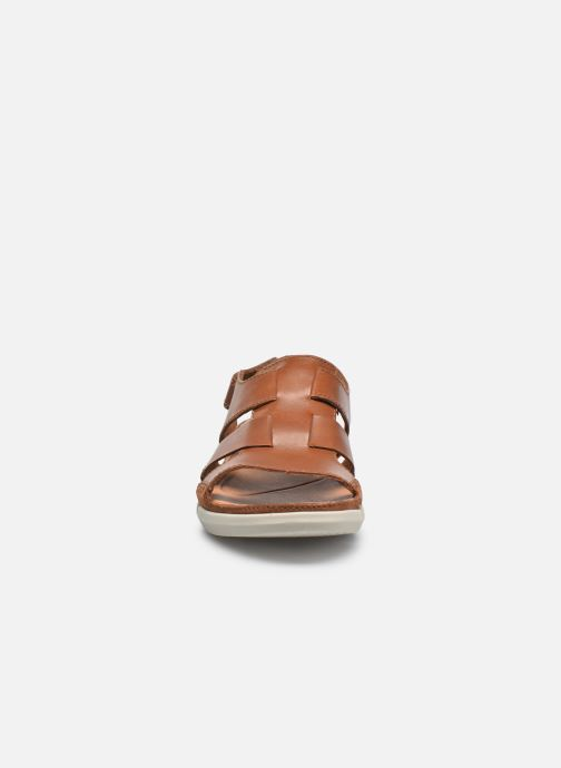 Sandals Clarks Trisand Bay Brown model view