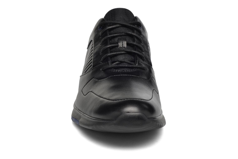 Sneakers Clarks Tynamo Race Nero modello indossato