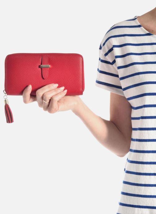Petite Maroquinerie Le Tanneur CAPUCINE Porte-monnaie long zippé Rouge vue bas / vue portée sac